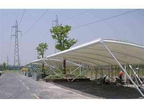 「膜结构停车棚」工程的性能与抗风怎么样?