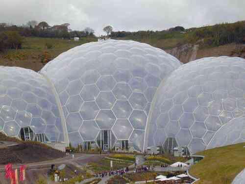 「膜结构建筑」大体分为膜结构遮阳雨棚、景观膜结构